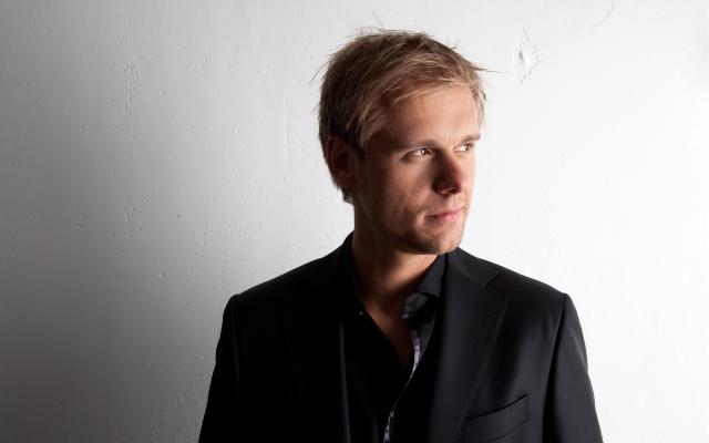 Armin Van Buuren na Marina de Albufeira em agosto