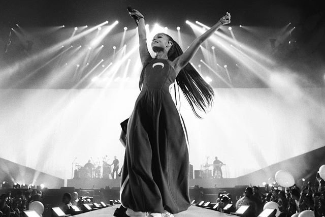 Ariana Grande ao vivo na MEO Arena: The Show Must Go On
