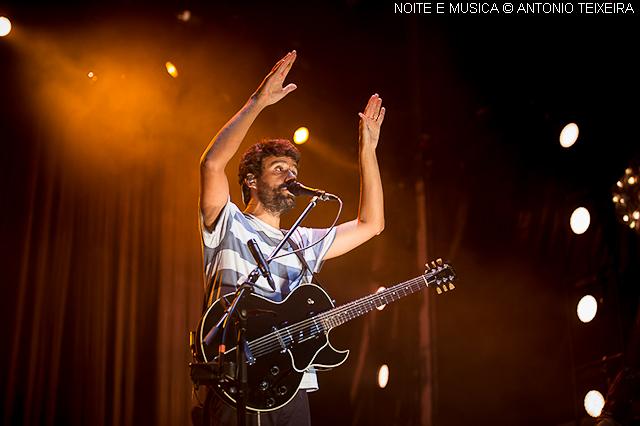 Miguel Araújo no MEO Marés Vivas: como é simples embalar uma multidão