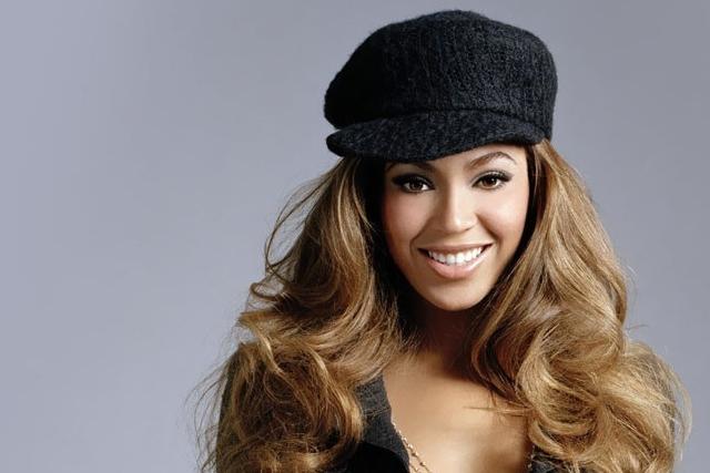 """Beyoncé divulga com novos temas: """"7/11"""" e """"Ring Off"""""""