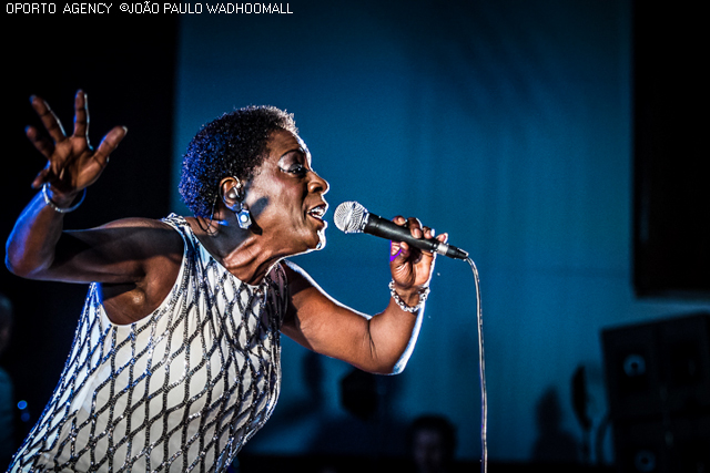 Sharon Jones ao vivo na Aula Magna, Lisboa [reportagem]
