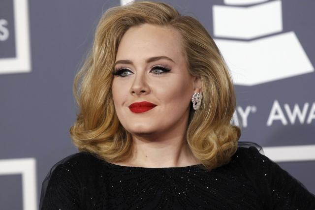 Adele vence cinco Grammys e dedica-os a Beyoncé [consulta aqui todos os vencedores]