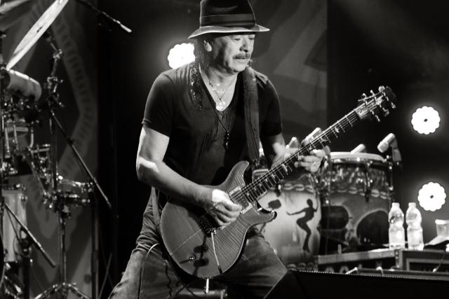 Carlos Santana regressa a Portugal em julho