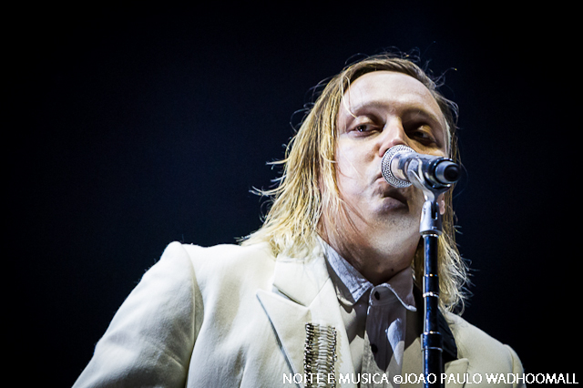 "Arcade Fire mostram música nova: ouve aqui ""I Give You Power"""