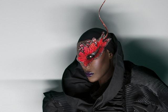 Grace Jones no NOS Alive: A diva negra ainda mete as jovens a um canto