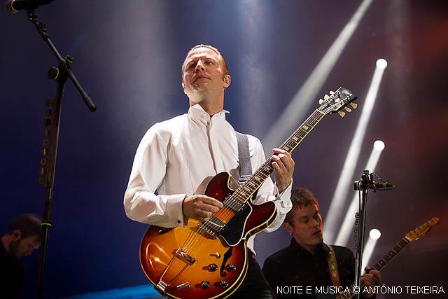 Mando Diao no MEO Marés Vivas: Rock, falha de som e uma energia louvável