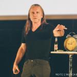 Bruce Dickinson na Aula Magna: Um espetáculo não só para os fãs