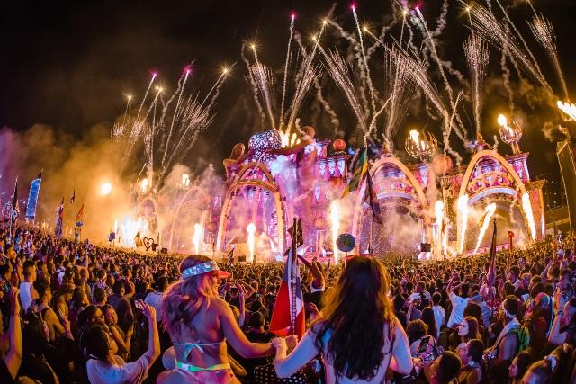 Tiësto, Marshmello, Armin Van Buuren e DJ Snake no festival Electric Daisy Carnival em Portimão